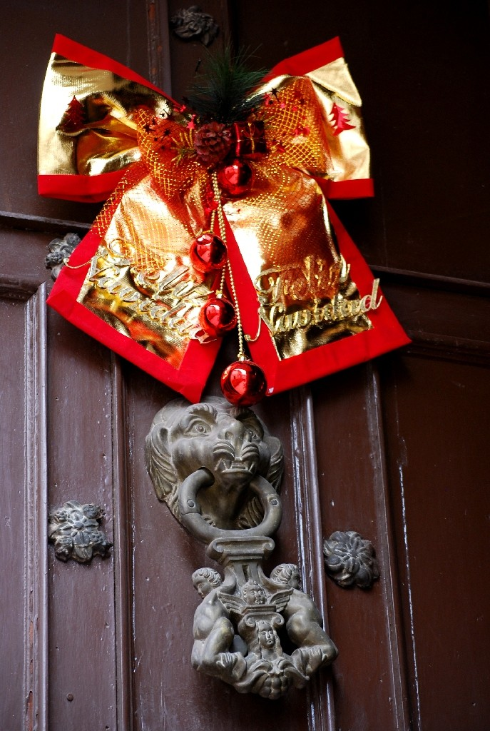 Christmas Bow on a Colonial Door Knocker