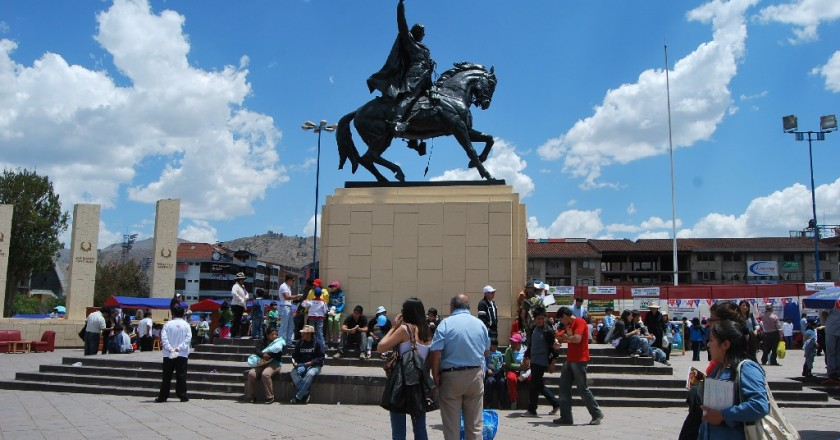 Statue of Tupac Amaru in Wanchaq (Photo: Alonzo Riley)