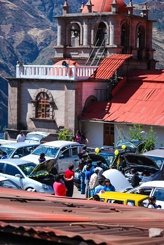 Cars Getting Bless in Huanca (Photo: Walter Coraza)