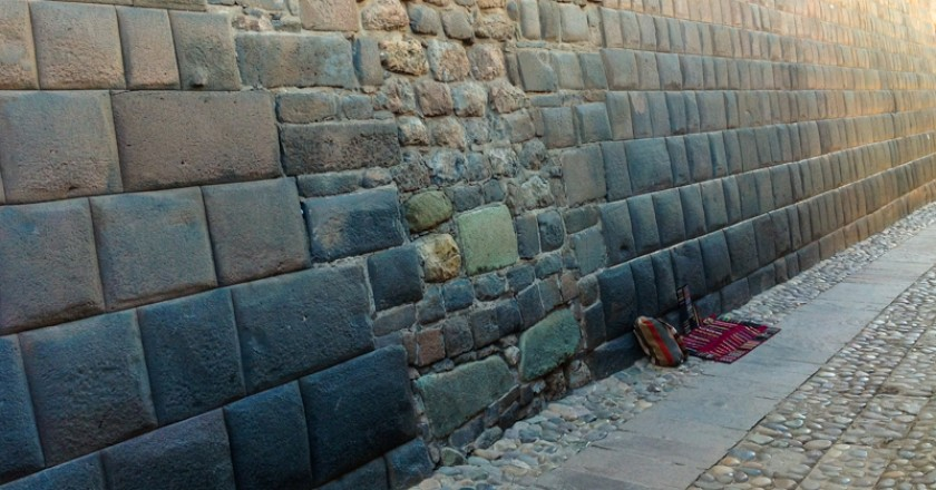A Damaged Inca Wall on Loreto Street (Photo: Walter Coraza)