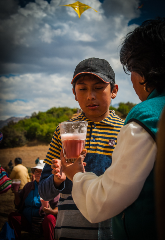 Sharing a Glass of Frutillada (Photo: Walter Coraza)