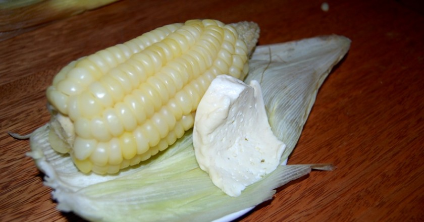 Corn on the Cob with Cheese (Choclo con Queso)