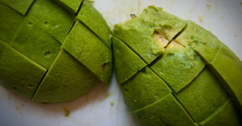 Sliced Avocado Ready to Make a Delicious Salad (Photo: Wayra)