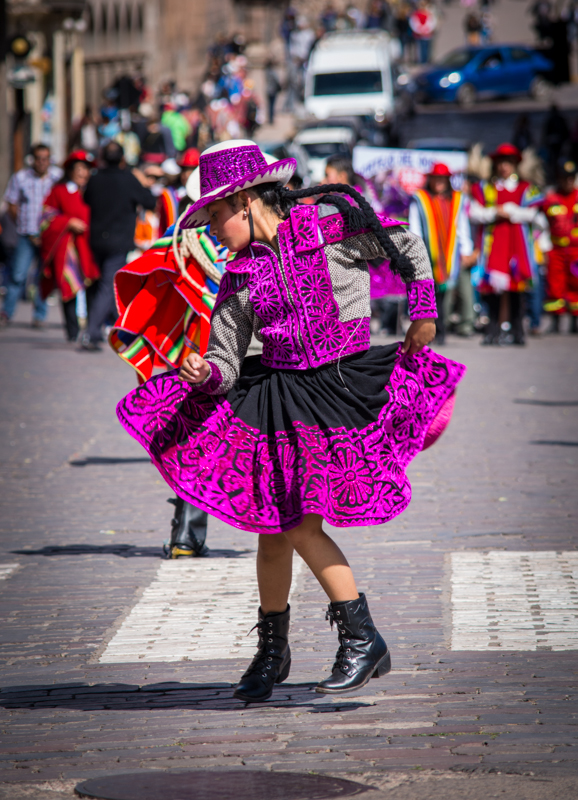 A Girl Dancing Cholo Qorilazo (Photo: Walter Coraza Morveli)