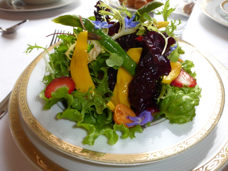 A Wonderful Salad at Le Soleil (Walter Coraza Morveli)