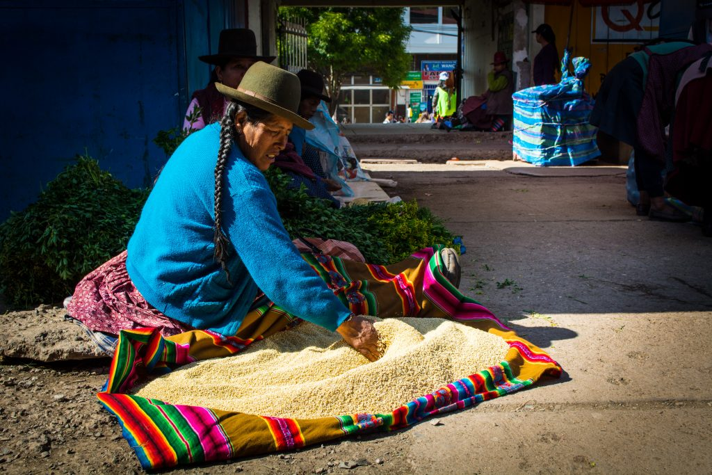 The Caseras Sell Quinoa Seeds Every Mornings at Wanchaq Market (Walter Coraza Morveli)