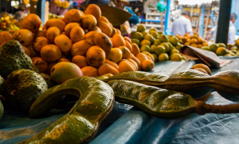Pacay and other fruit in the market. (Hebert Edgardo Huamani Jara)
