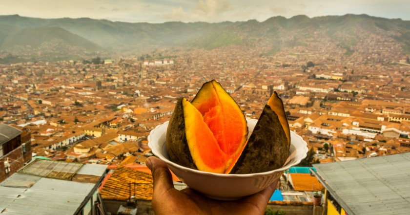 Zapote Fruit Enchants Cusco These Days (Hebert Huamani Jara)