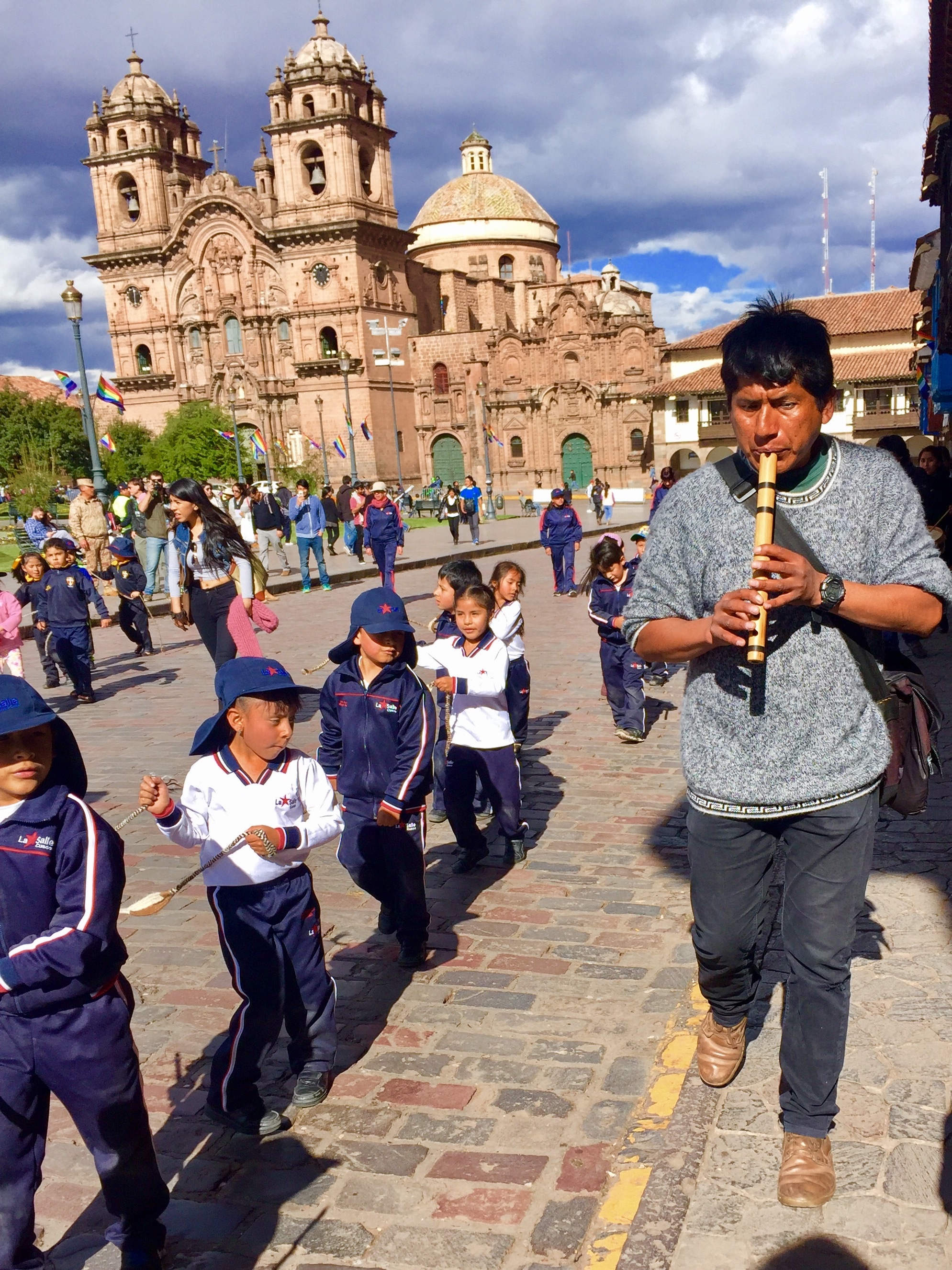 Children rehearsing in the Plaza de Armas (David Knowlton)