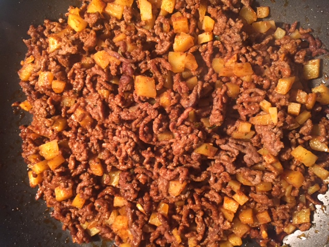 Picadillo de carne con papas (David Knowlton)