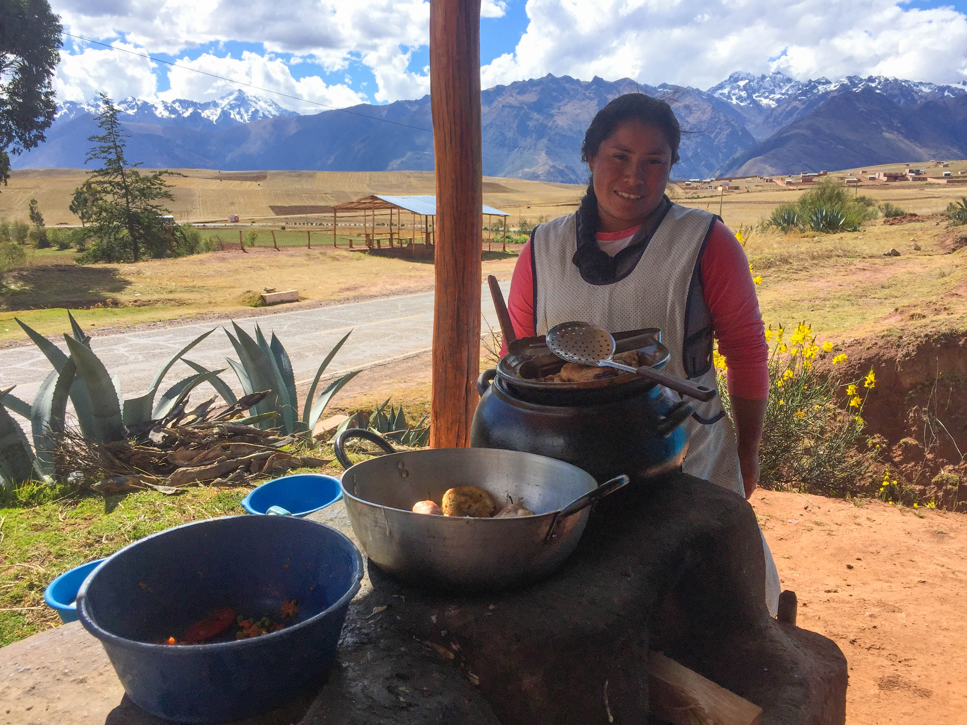 Patricia and her traditional food stand in Chinchero (Photo: Walter Coraza Morveli)