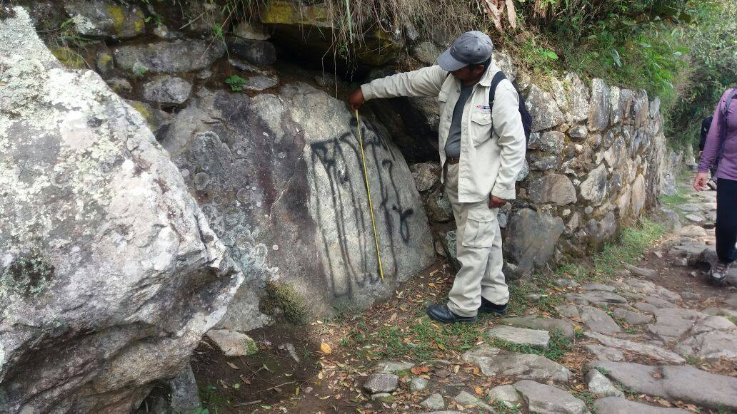 Unidentified subjects graffitied the walls of the Inca Trail (Photo: Ministerio de Cultura Cusco)