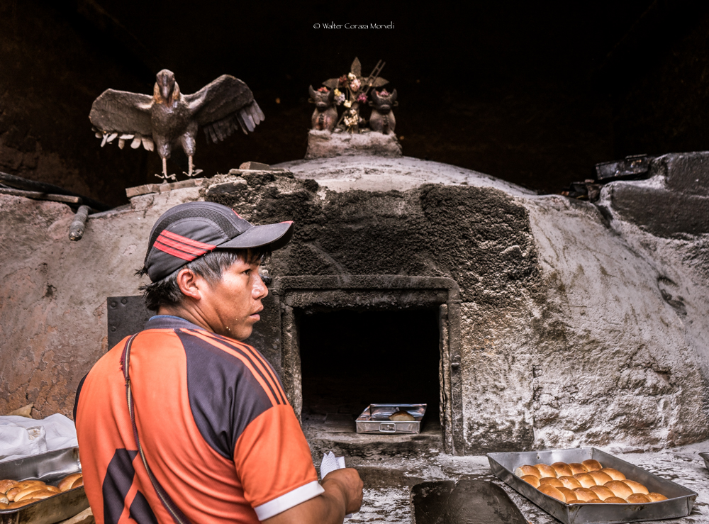 hand-made and hand-attended ovens in Pisac, Cusco (Walter Coraza Morveli)