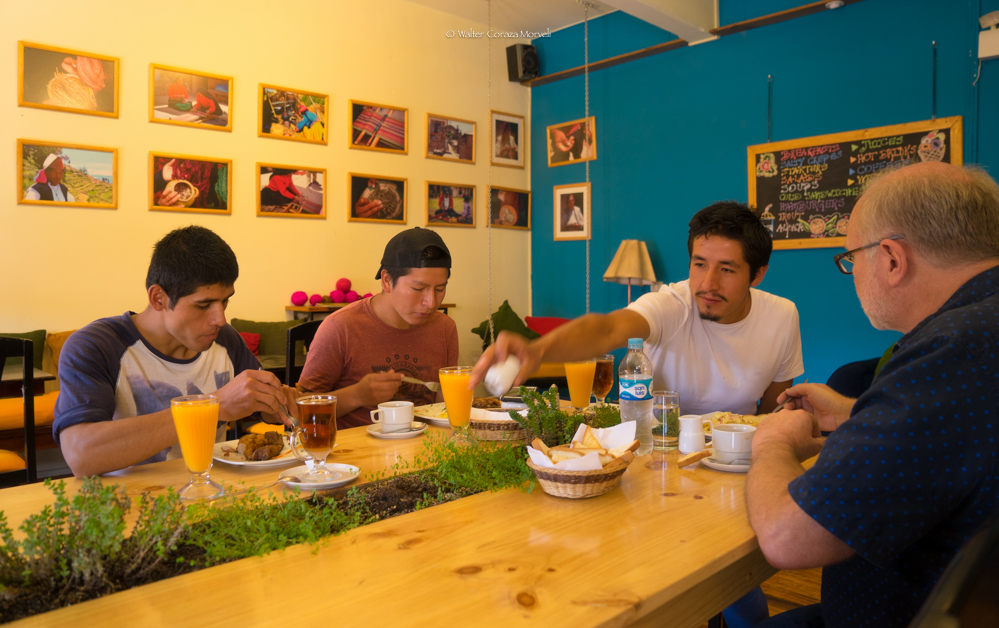 Ivan, Diego, Hernesto, David having breakfast (Foto: Walter Coraza Morveli)