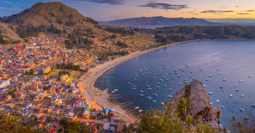 Sunset in Copacabana, Bolivia, Titicaca Lake (Photo: Walter Coraza Morveli)