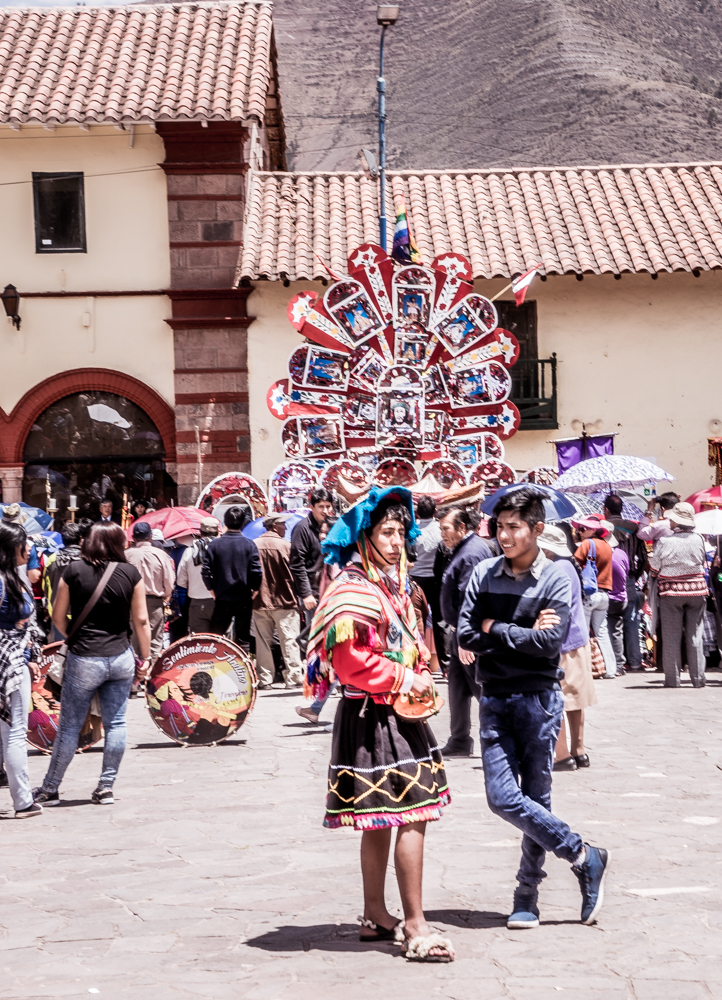 Waiting for the Procession of the Patrón (Photo: Walter Coraza Morveli)