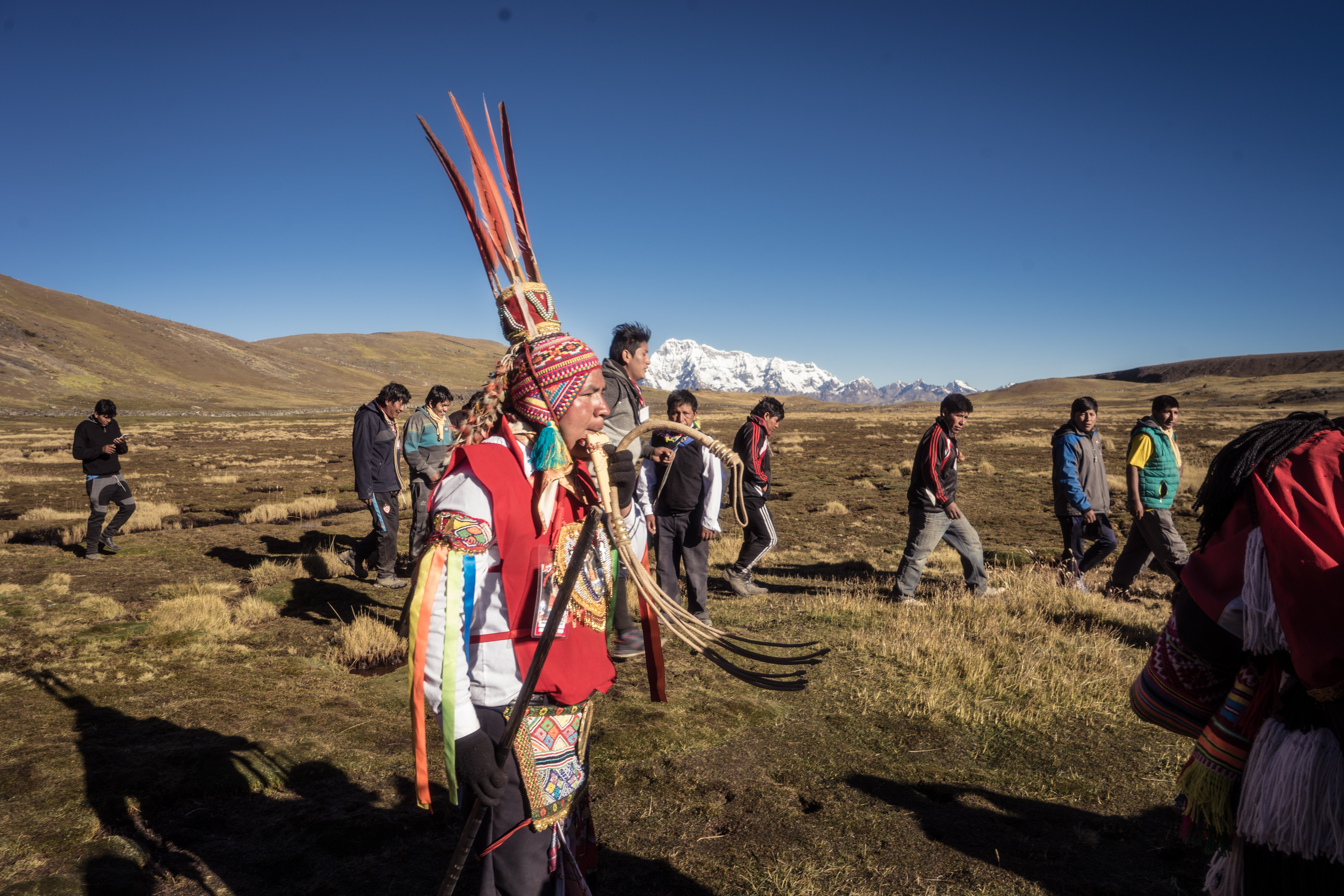 the Arariwa, pucapacuri or wayrichunchu guiding, dancing and preparing the procession route (Photo by Walter Coraza Morveli)
