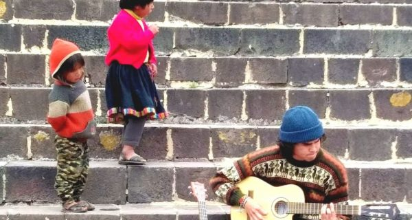 Children from andean communities, Plaza de Armas Cusco (Walter Coraza Morveli)