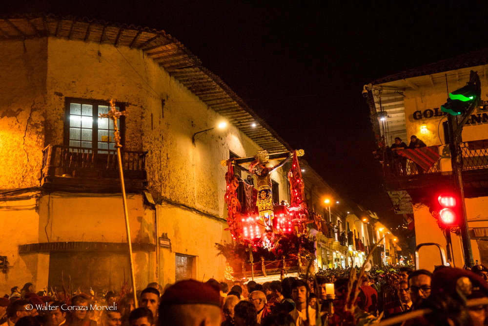 The Lord making his procession through Markes Street fallowed bye the people (Photo by Walter Coraza)