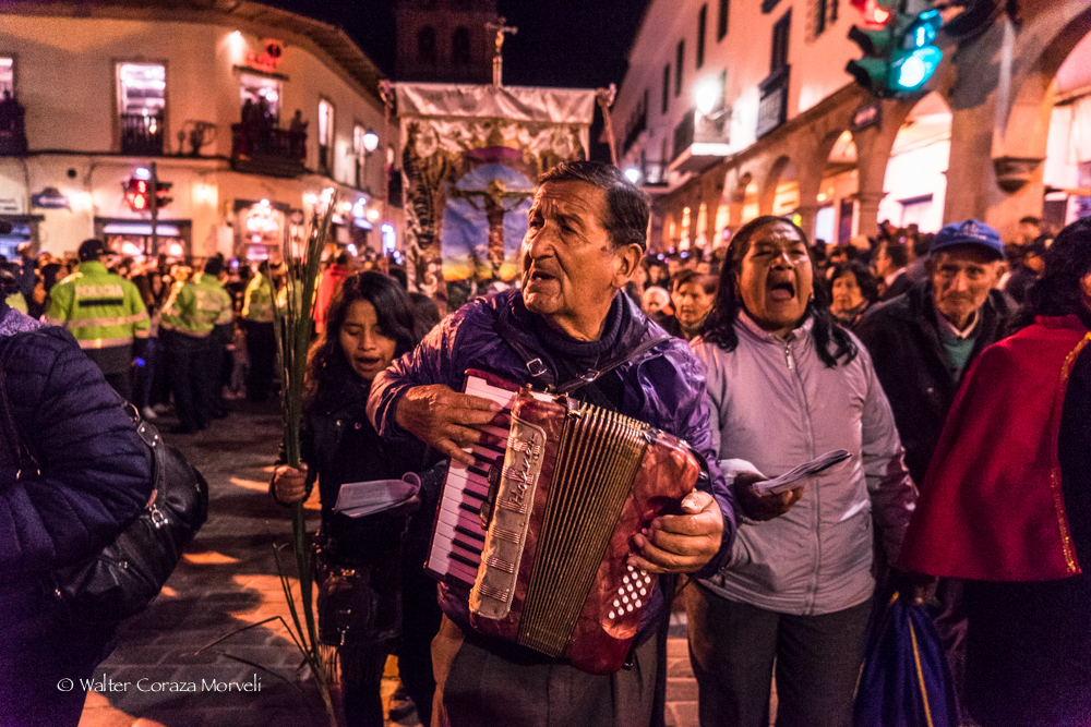 A group of musicians and singers singing for the Lord of Temblors (Photo by Walter Coraza Morveli)